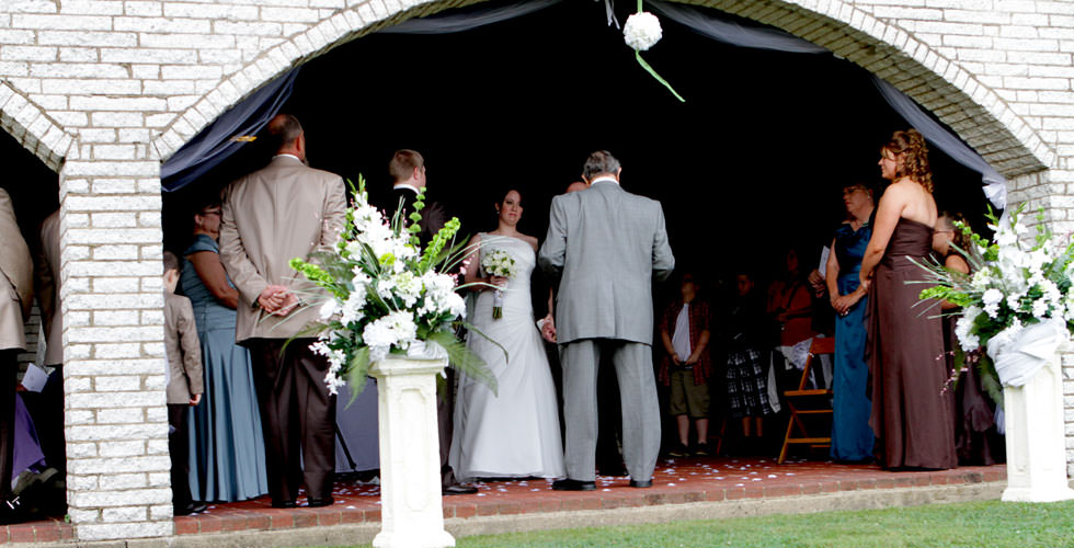 Outdoor Wedding Ceremony In Pittsburgh Butler Freeport