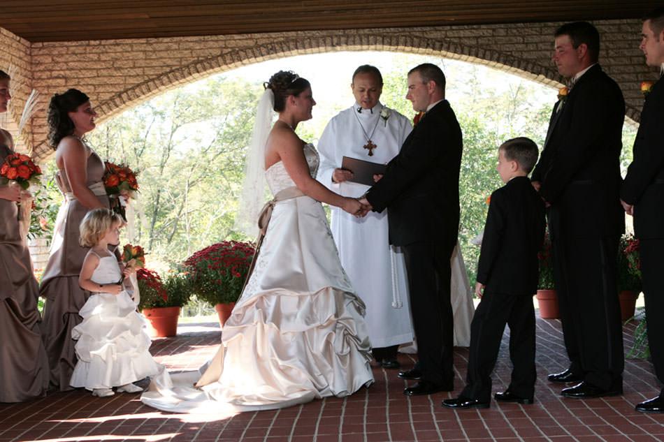Outdoor wedding ceremony in pittsburgh butler freeport robert mason photography junglespirit Choice Image